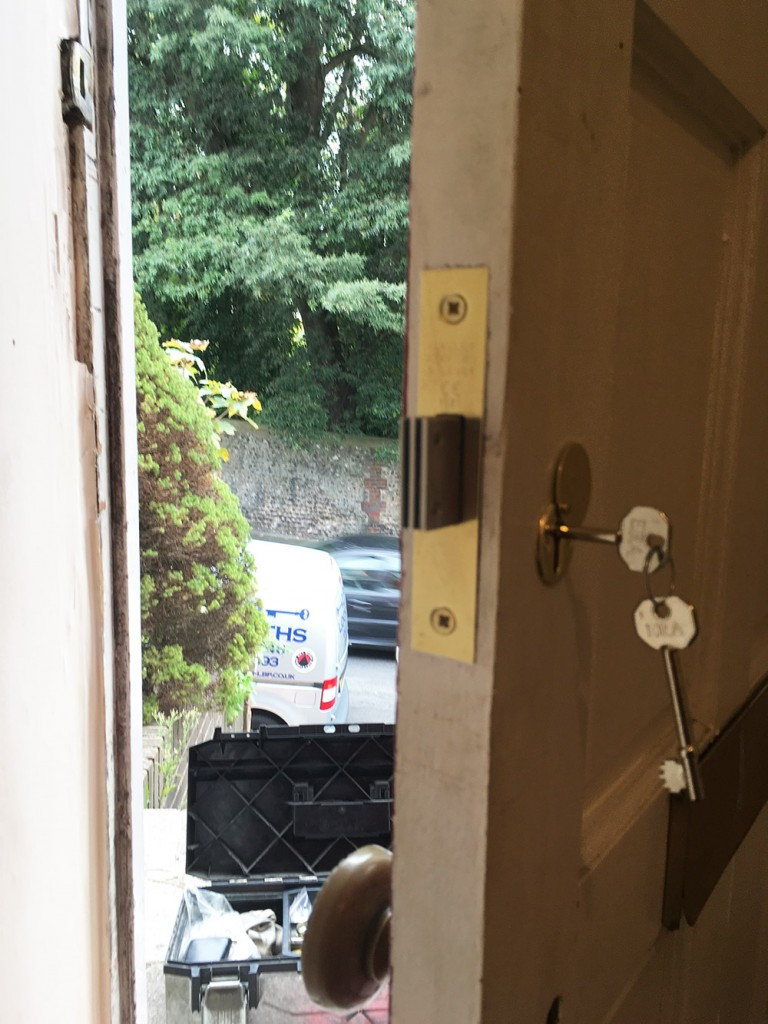 Brighton Locksmith | Motice Lock Install London Road