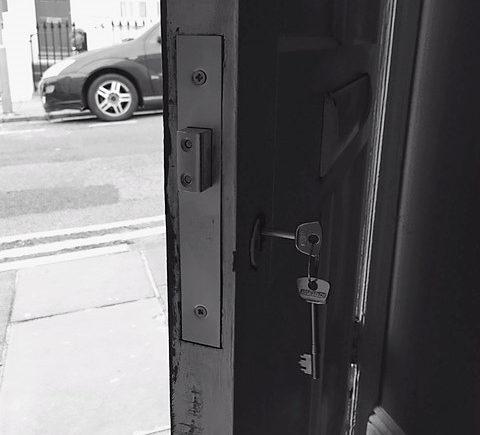 Brighton Locksmith | Property Detainer Deadlocking Latch Change