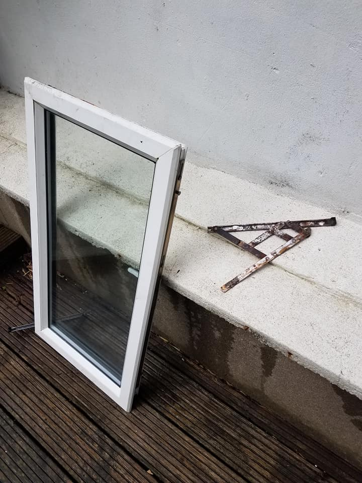 uPVC window hinge repair